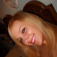 Rencontre une jolie blonde libertine célib